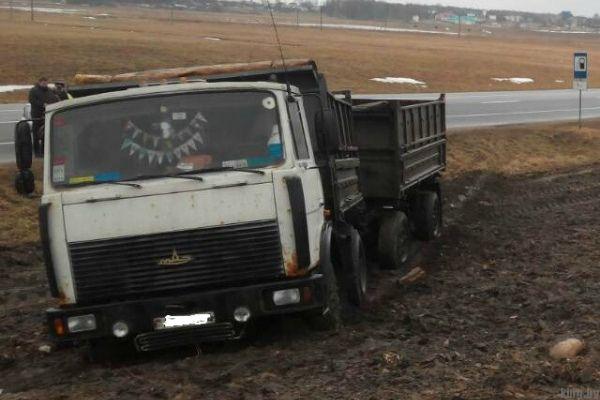 Водитель умер за рулем - У водителя грузовика остановилось сердце прямо во время движения