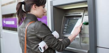 В каком банкомате можно снять доллары в Минске